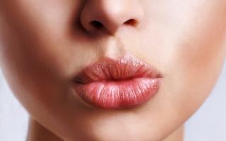 Top 4 Loại kem che khuyết điểm môi tốt nhất hiện nay