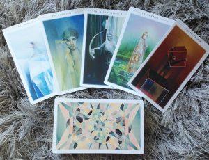 Bộ Bài Fountain Tarot - Kết Tinh Giữa Vẻ Đẹp Sắc Sảo Lẫn Mơ Hồ 1